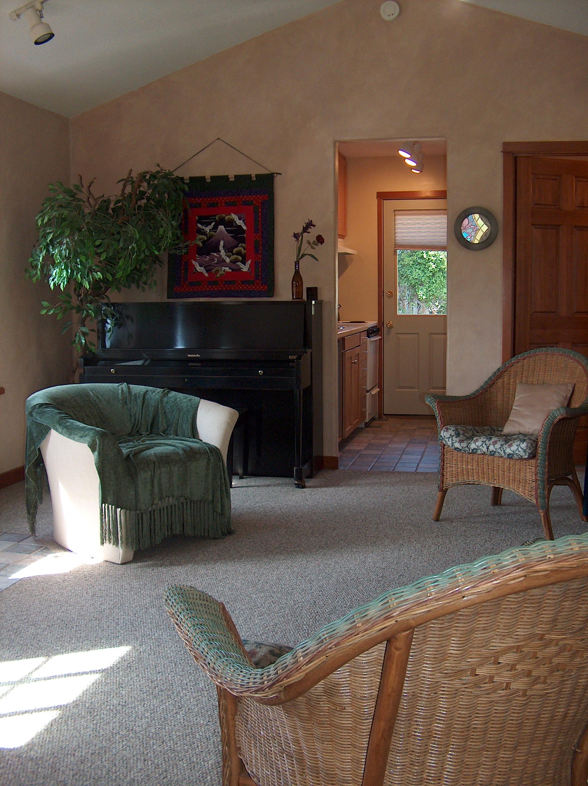 Cottage LivRoomNorth-2.jpg