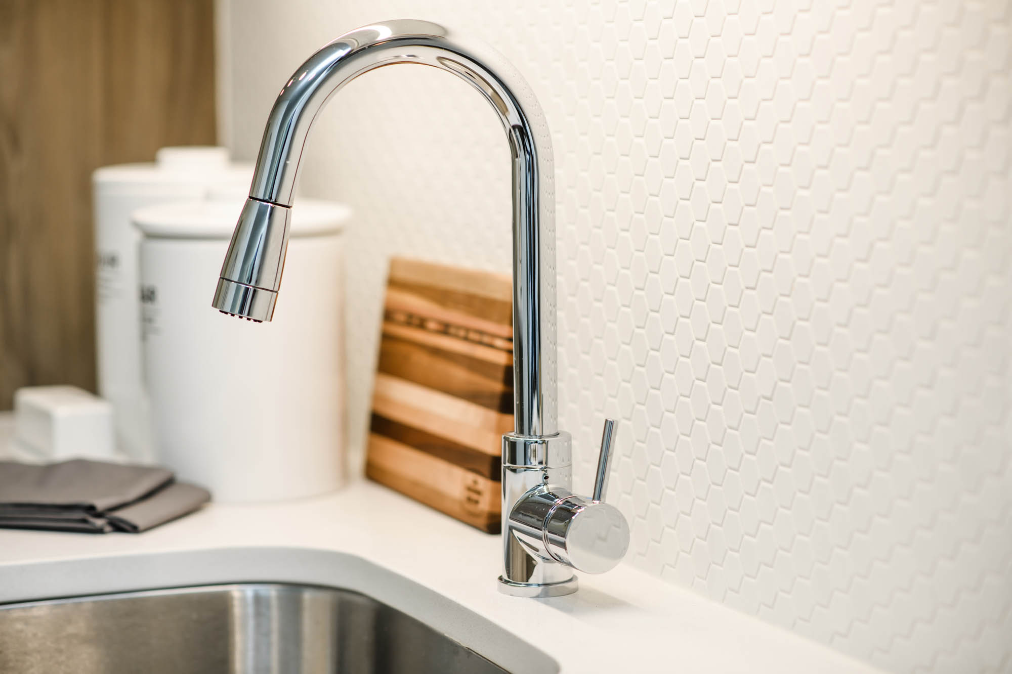 Modern backsplash and faucet