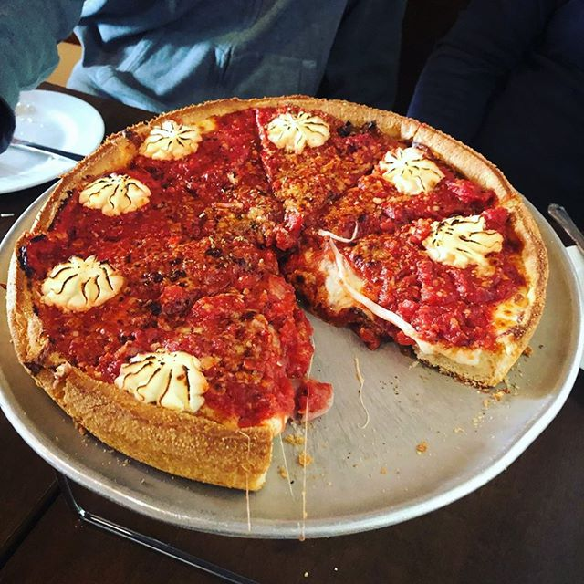 Every time you take that first slice we hope you're reminded of our logo... Where's the star, you ask? Well, just look in the mirror. 😏 (📸: @rlabradeaux_fit) . . . ——— #instaeats #seriouseats #eatfamous #dailyfoodfeed #thestarpdx #spoonfeed #ilyfoodgram #eatfamous #eater #myfab5 #feedfeed #huffposttaste #forkyeah #foodrepublic #sfeats #sanfrancisco #eatersf #noms #foodstagram #littlestarpizza #instafood #foodmento #grubzone #eeeeeats