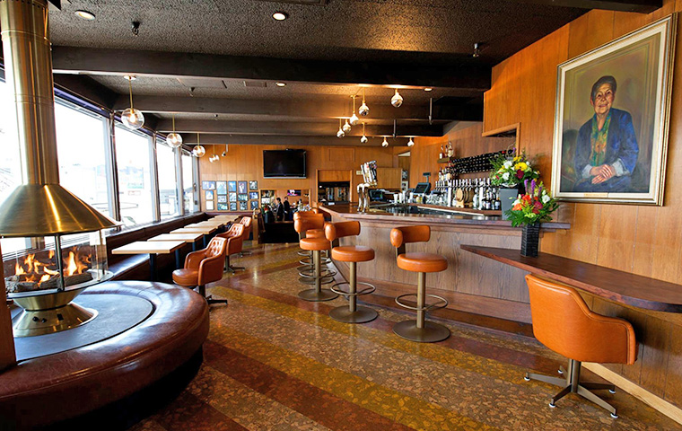 dining_out_on_an_expense_account_scomas_san_francisco_seafood_retro_bar.jpg