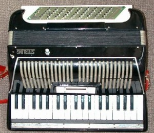 One version of Leider's squeezeVox: SqueezeVox Bart. The invention provides intuitive controls for pitch, breathing, and articulation of the voice and discrete ones using an accordion-like paradigm with bellows and a keyboard