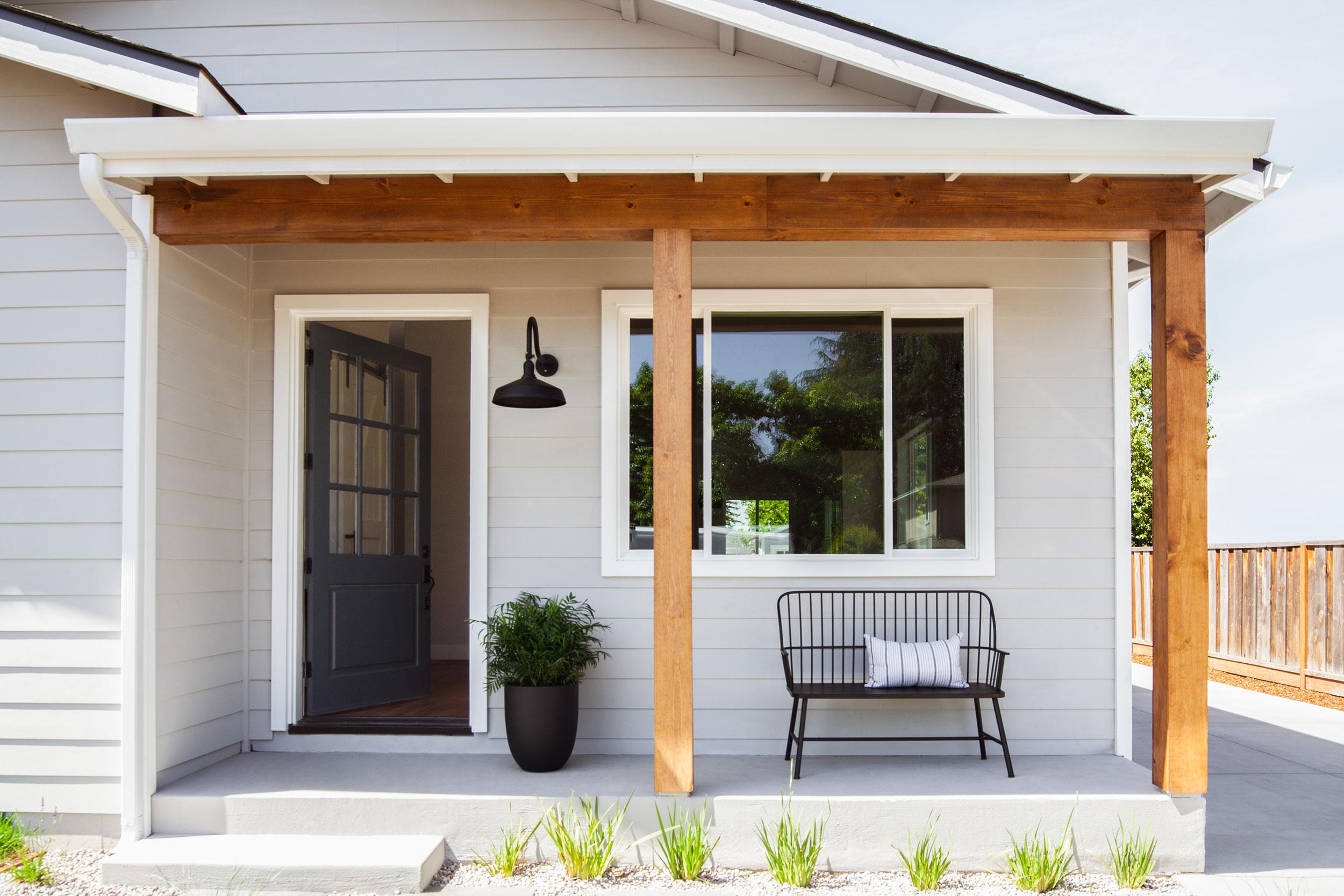 modern-farmhouse-exterior.jpg