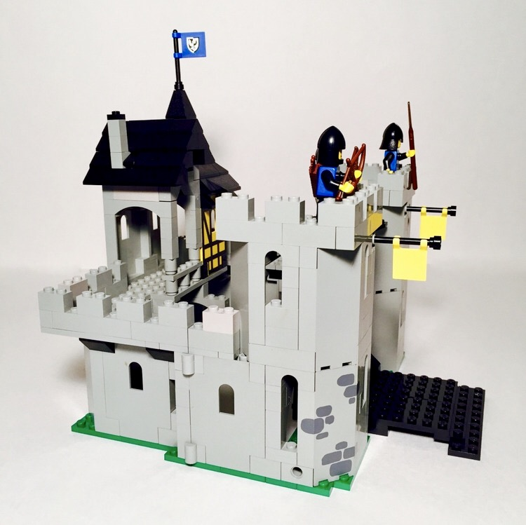 LEGO VINTAGE  MINIFIG   minifigure   6074 Black Falcon/'s Fortress  white  horse