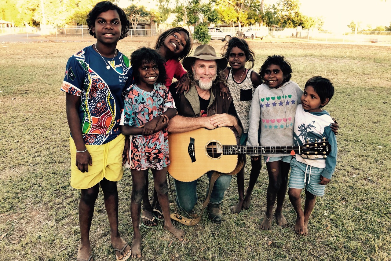 Pictured: Steve with some of the amazing kids of Doomadgee community.