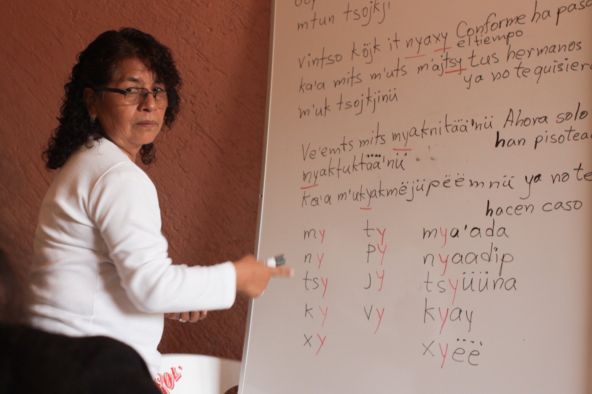 Linguist Margarita Melania Cortes teaching Mixe orthography (writing system).