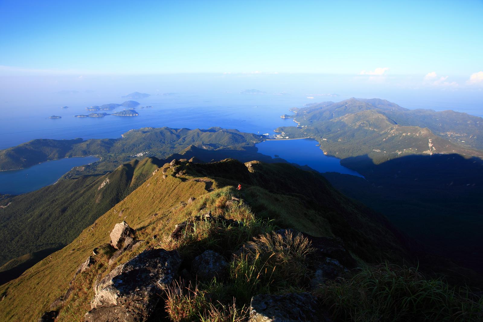 Lantau_Peak_view_to_Lantau_Island_South_201208.jpg
