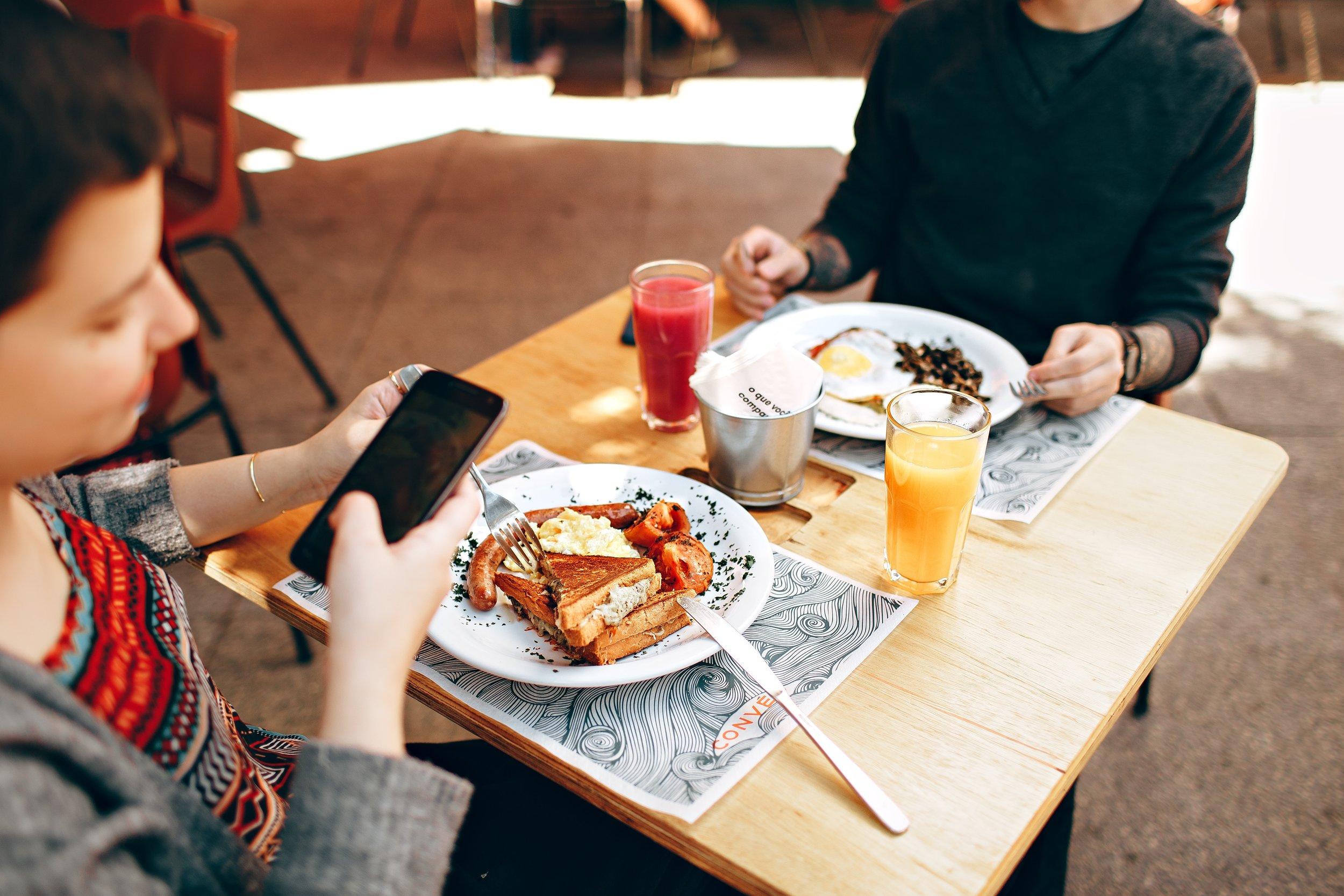 breakfast-brunch-cell-phone-693269.jpg