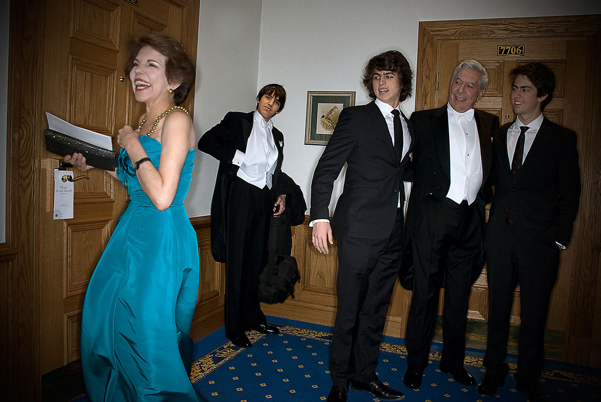 Mario Vargas Llosa and family on its way to receive the Nobel Prize (Stockholm 2010)