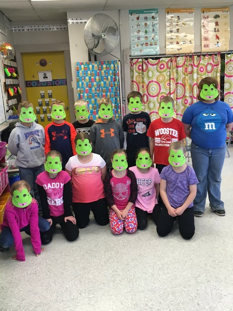 Nashville Elementary's 2016 Right to Read Week featured had an amphibian theme! These 2nd graders are all set to learn more about amphibians from our Holmes SWCD staff.