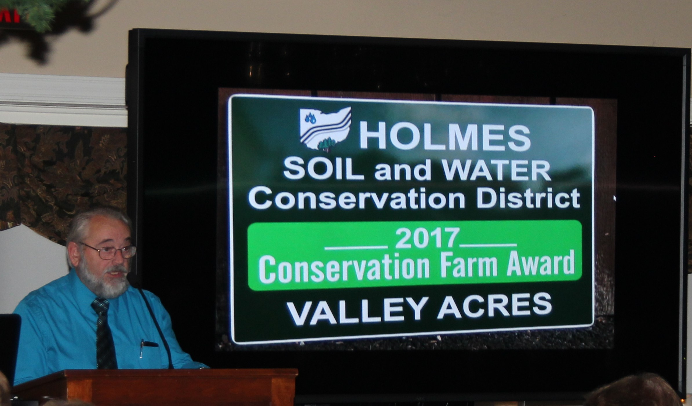 Ohio Federation of Soil & Water Conservation District President Harold Neuenschwander presents the Conservation Farm Award to Valley Acres farm.