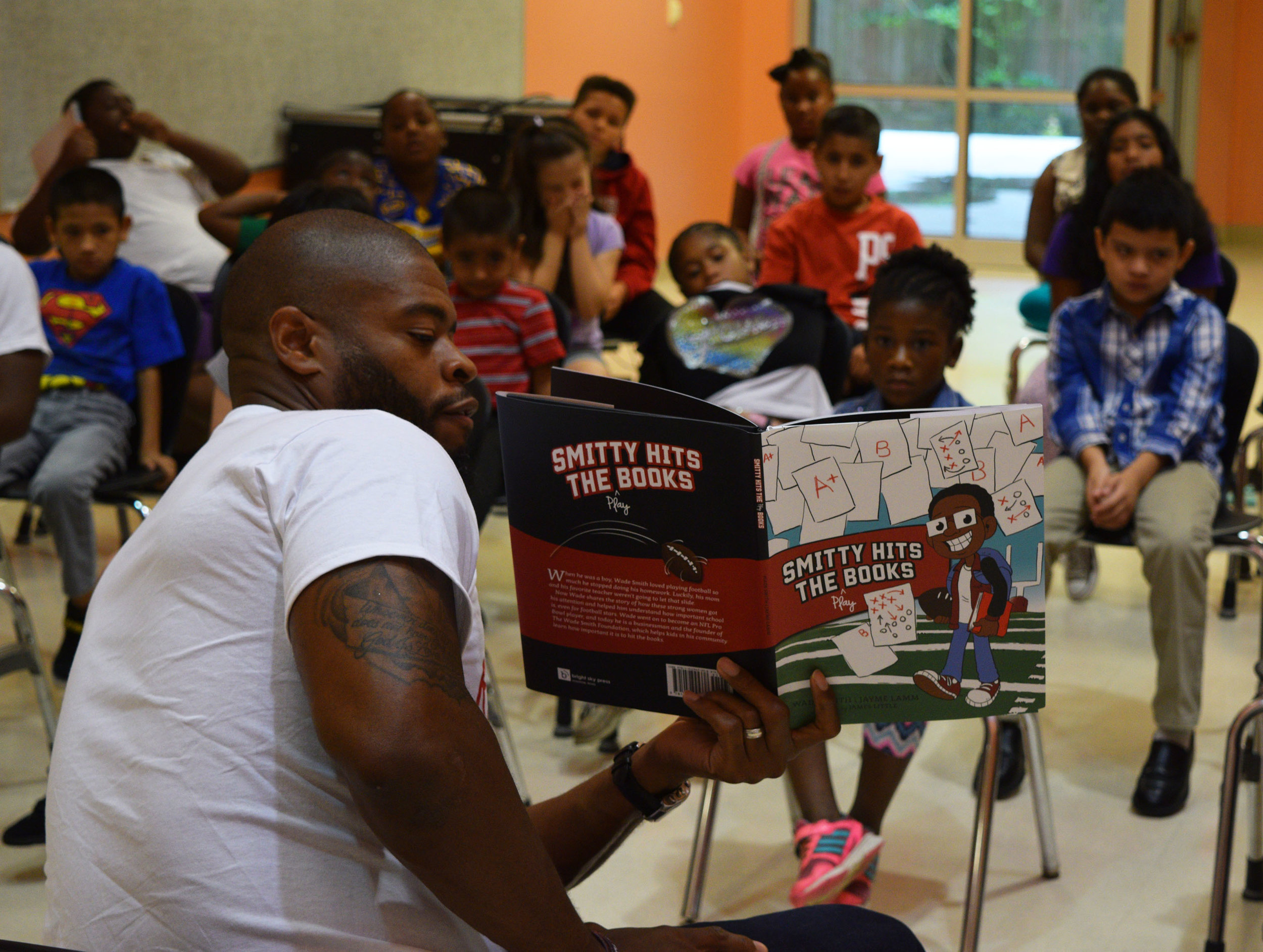 Wade reads to a group of students during the Summer Reading Camps at Highland Heights Elementary School in HISD.
