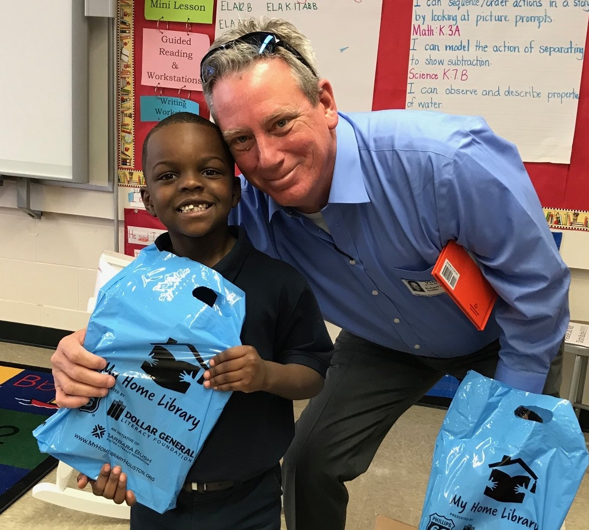 Bobby Wilhite, Dollar General Regional Manager, distributes books to children impacted by Hurricane Harvey.