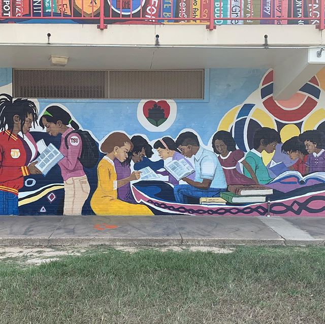 "We are a proud supporter of literacy at Blackshear Elementary in @houstontxisd and love the school's new literacy-inspired mural. ""It represents the power of literacy for children, for families and communities,"" Blackshear Principal Alicia Gobert Lewis said. Read the full story at the link in our bio! #powerofliteracy"