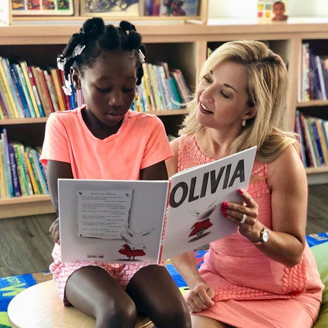 Children living in @newhopehousinghouston Reed location received a special treat thanks to members of our Ladies for Literacy Guild. More than 80 children participated in a free book fair, created book marks and engaged in story time to give them a summer boost and build their very own home libraries.  For the full story, check out the Foundation's blog. Link in bio! #ladiesforliteracy #bushhoustonlit