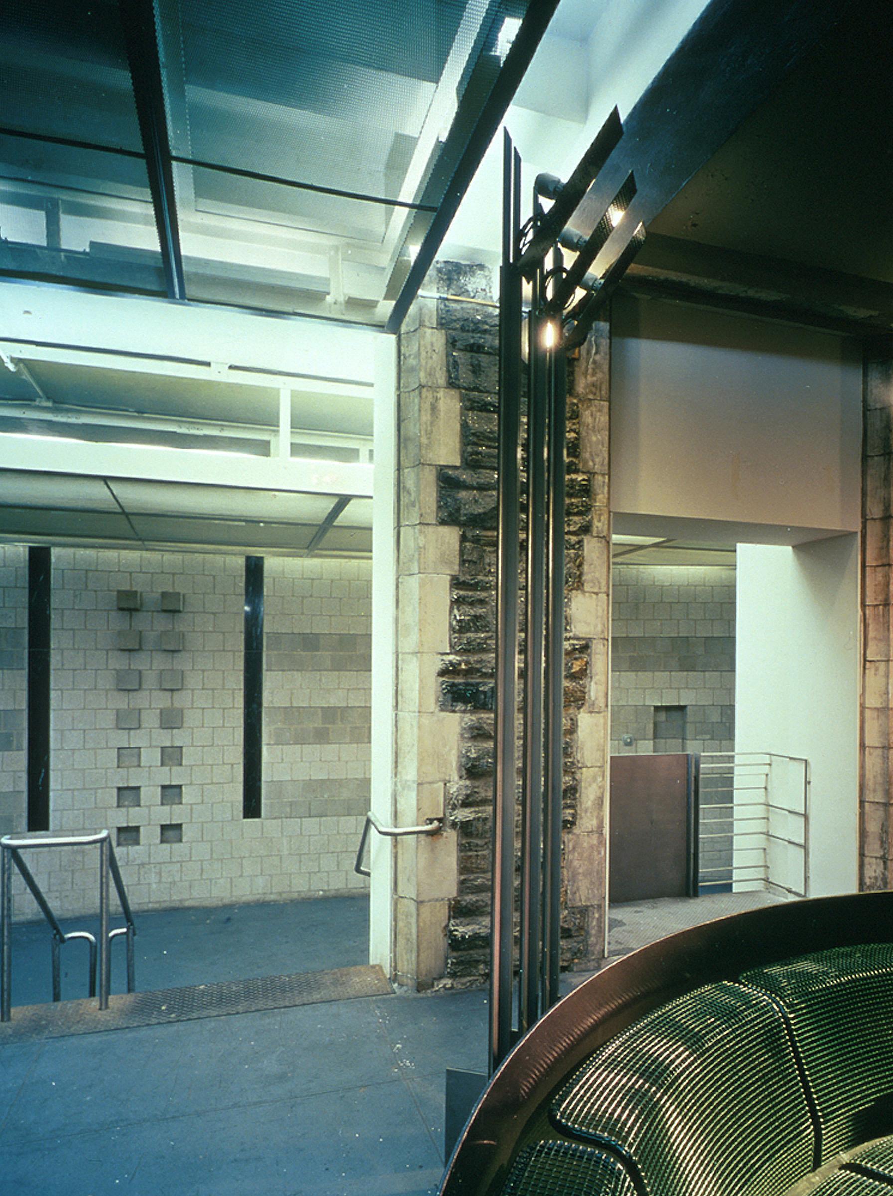 Com&Go - Interior - Column Treatment.jpg