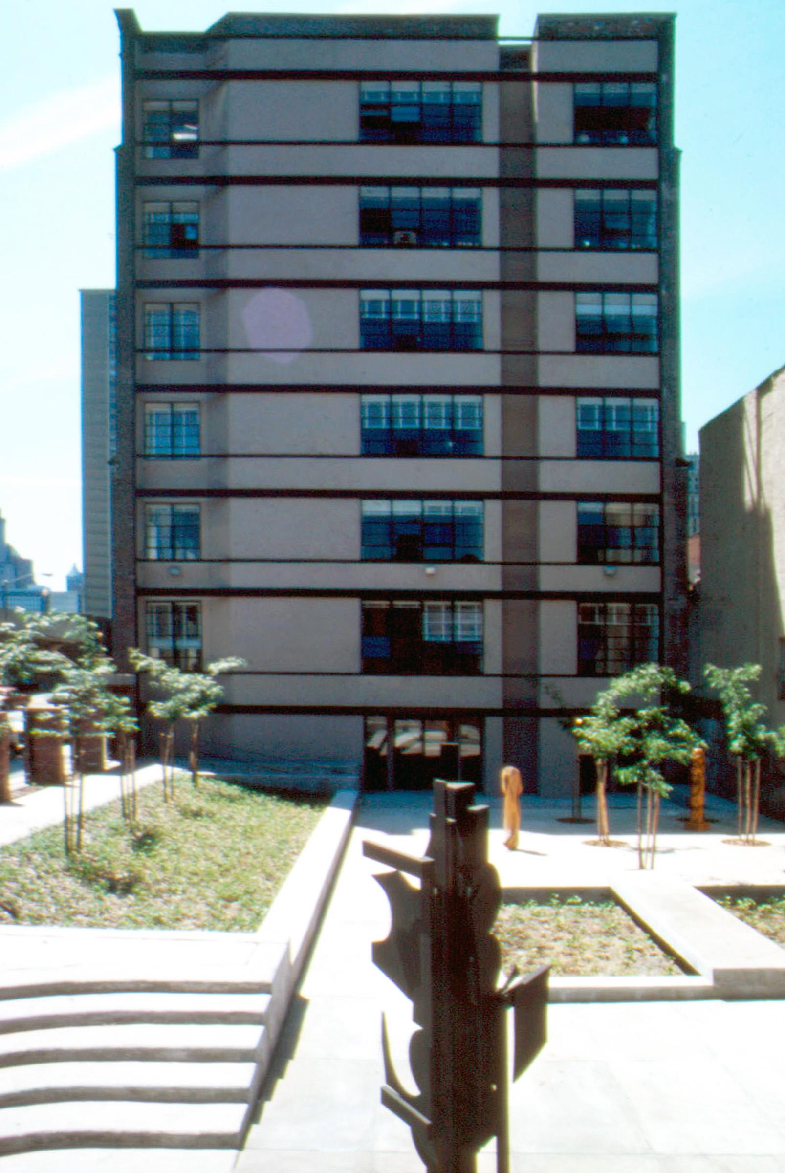 courtyard w LN sculpture.jpg