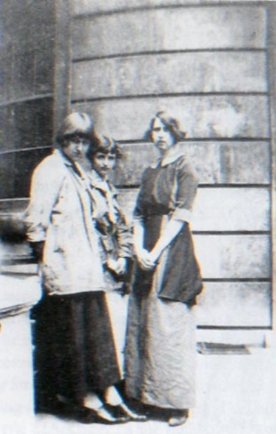 'The Slade Cropheads' – Carrington, Barbara Bagenal and Brett, c. 1911.