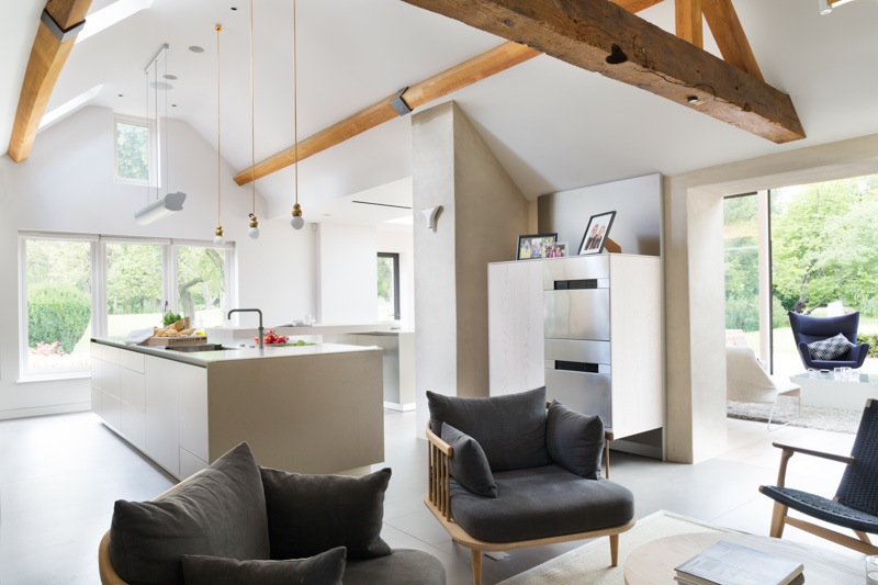 KITCHEN AND RELAXED SEATING