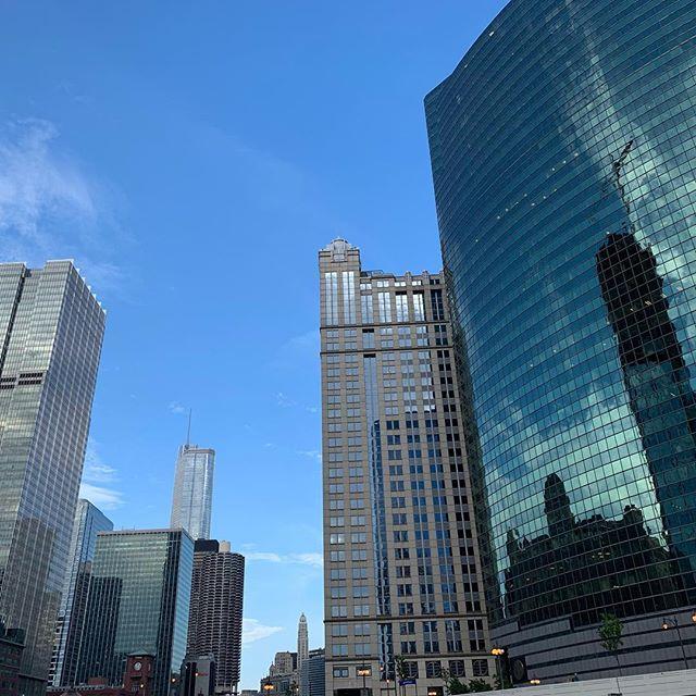 Buildings reflecting buildings reflecting buildings. #chicagoarchitecture