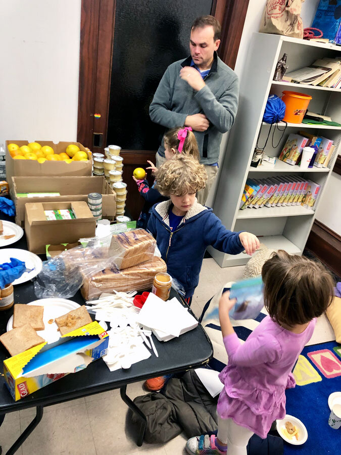 Sunday-School_food-packing_edit_ws900_pic2.jpg