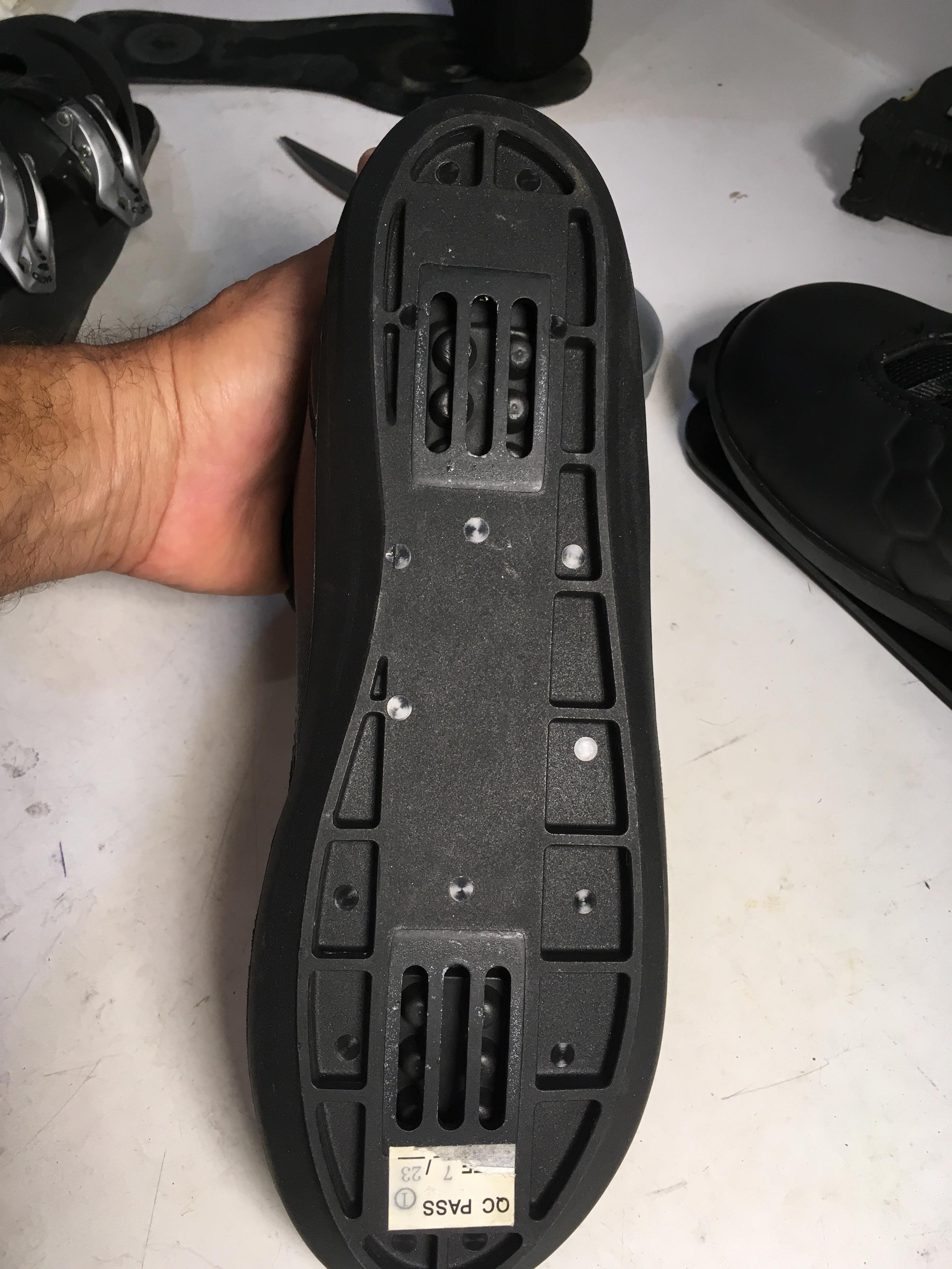 HO boot mounting slots.