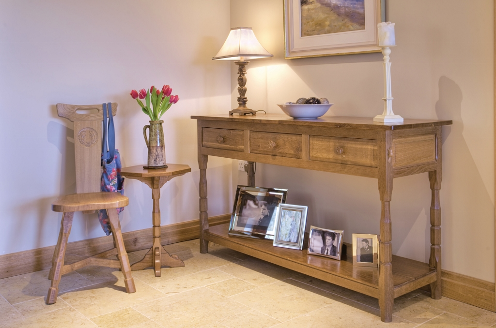 handmade-oak-hall-table-similar-to-mouseman