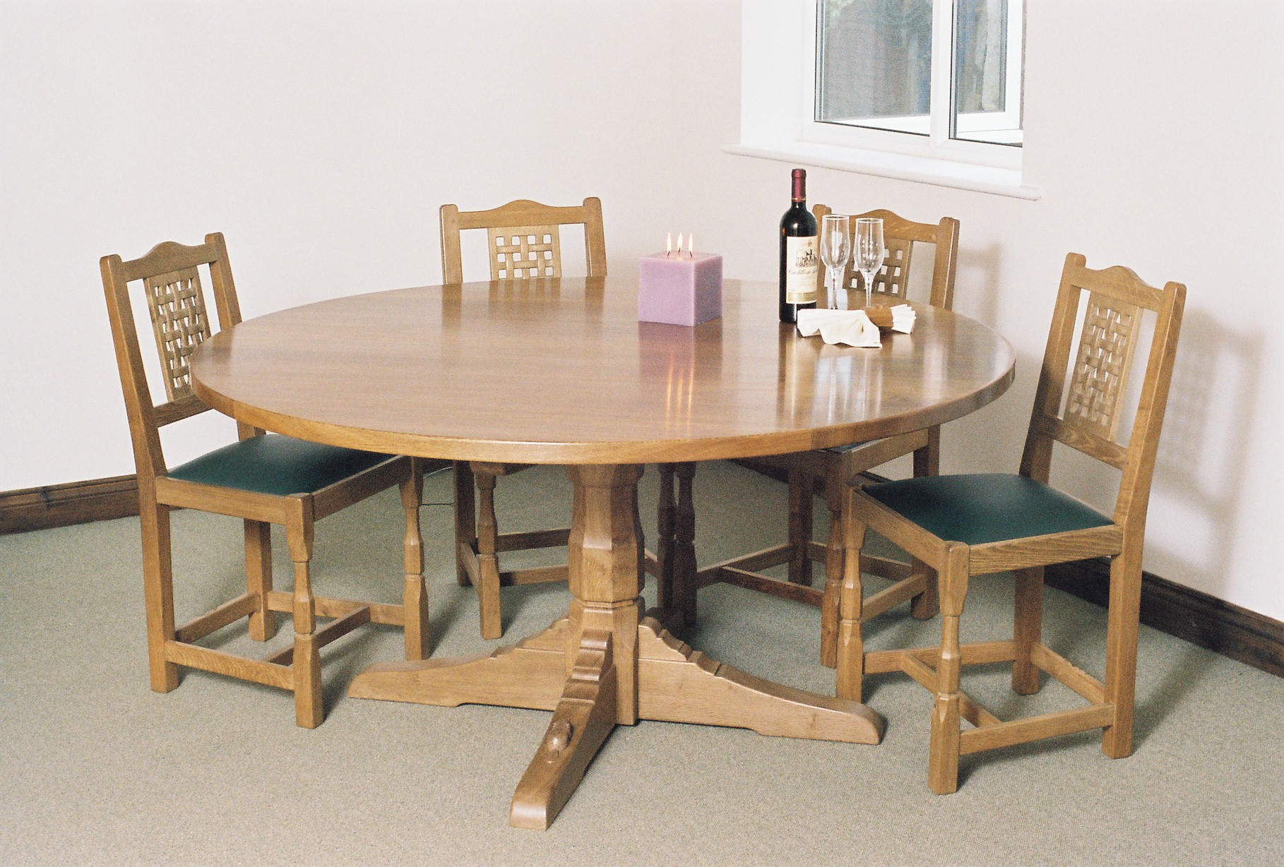 round_oak_dining_table_similar_to_mouseman