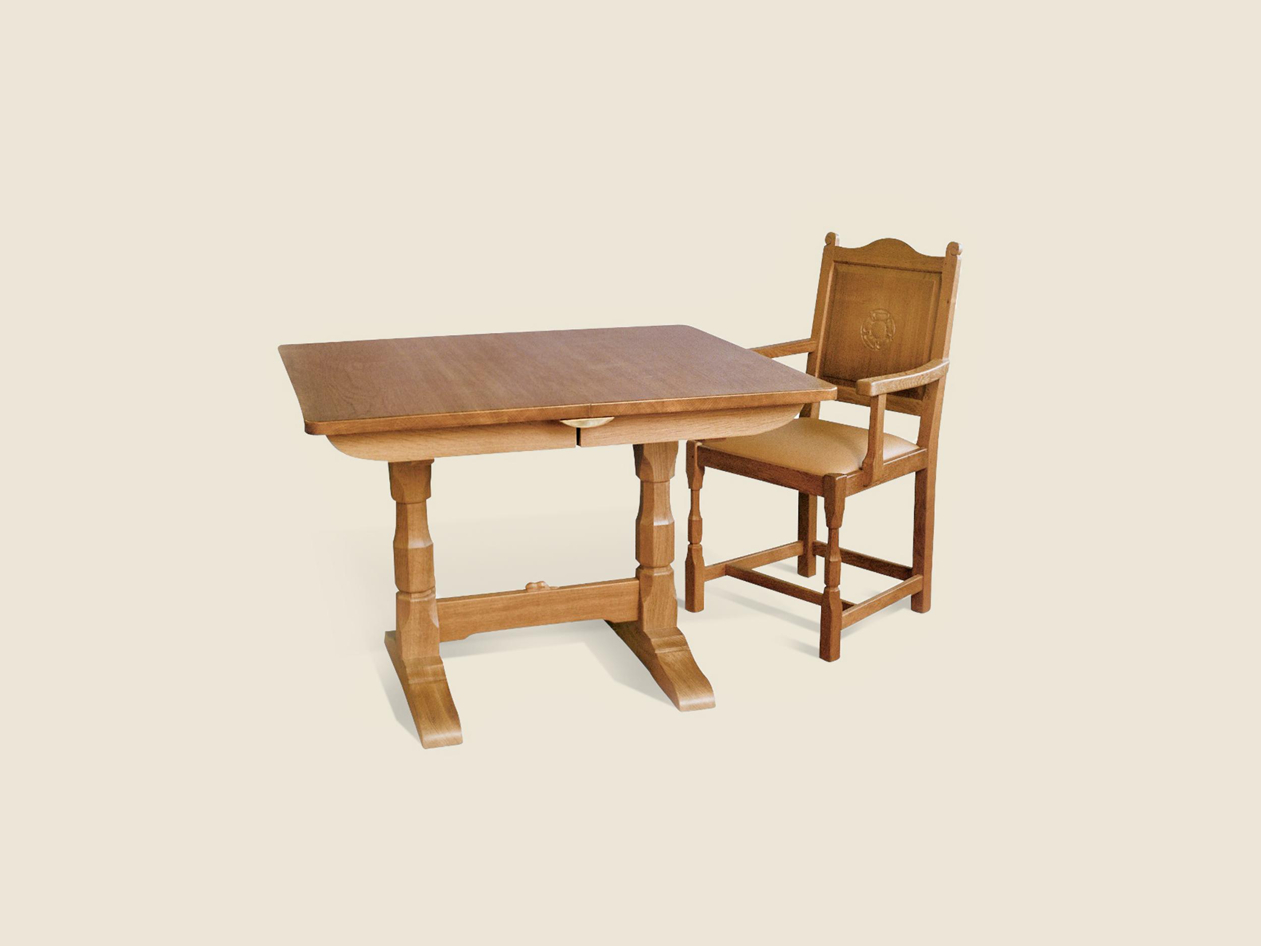 bf106_beaver_furnituremakers_extending_oak_table_similar_to_mouseman.png