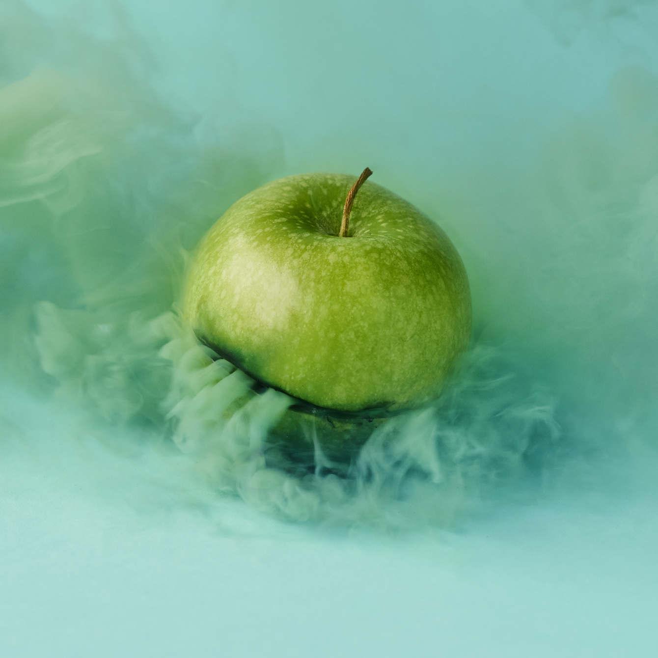03-granny_smith_apple_1340_c.jpg