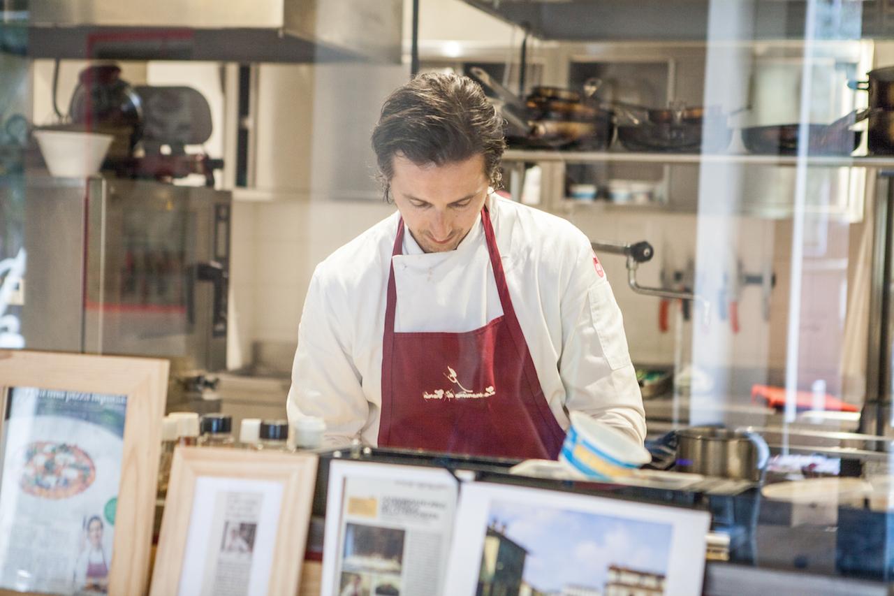 Francesco Germani in cucina. Foto Delizialy.