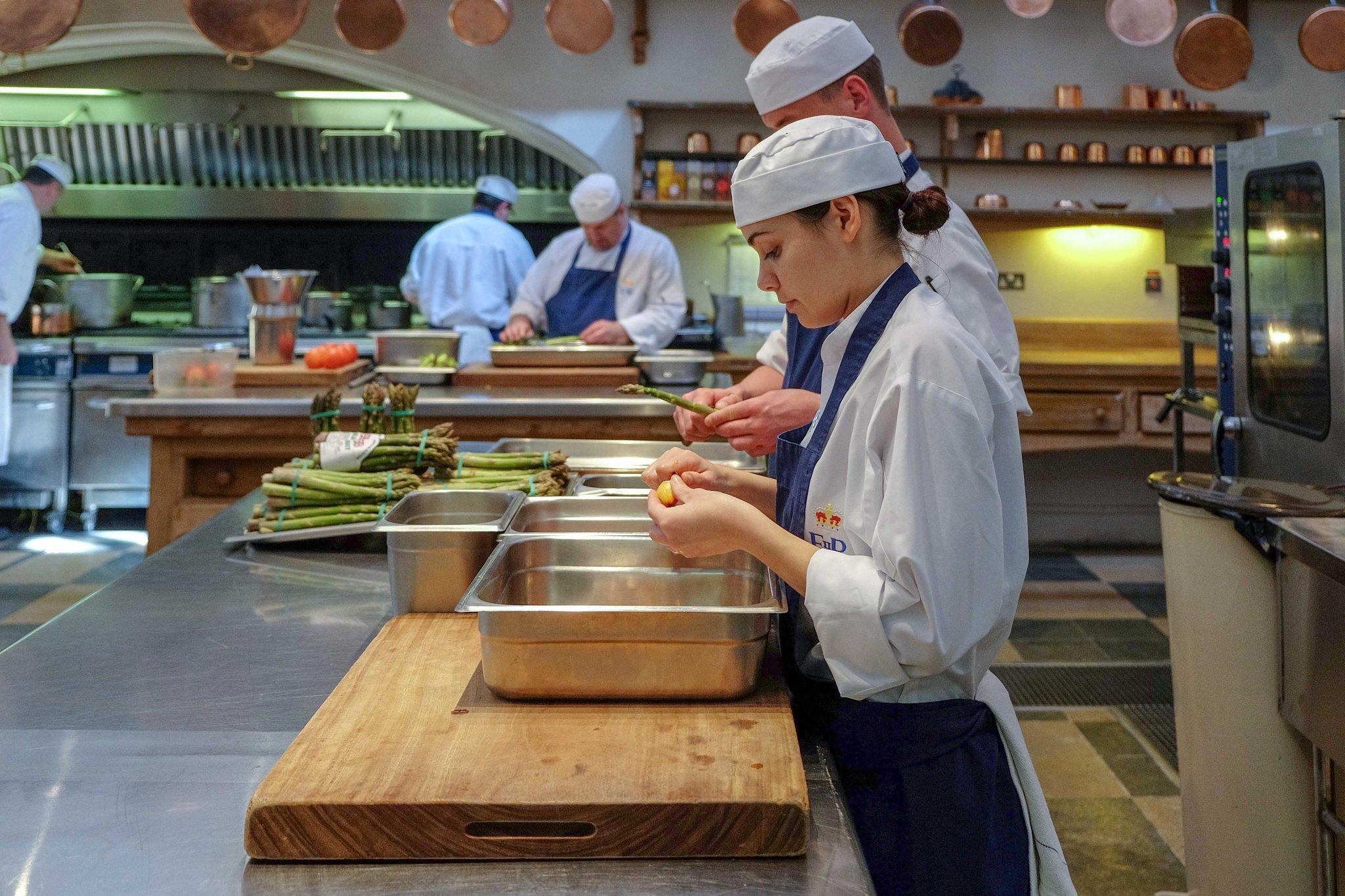 Anche se la lista finale non è stata ufficialmente confermata, i vari piatti comprendono sicuramente asparagi, piselli e pomodori.