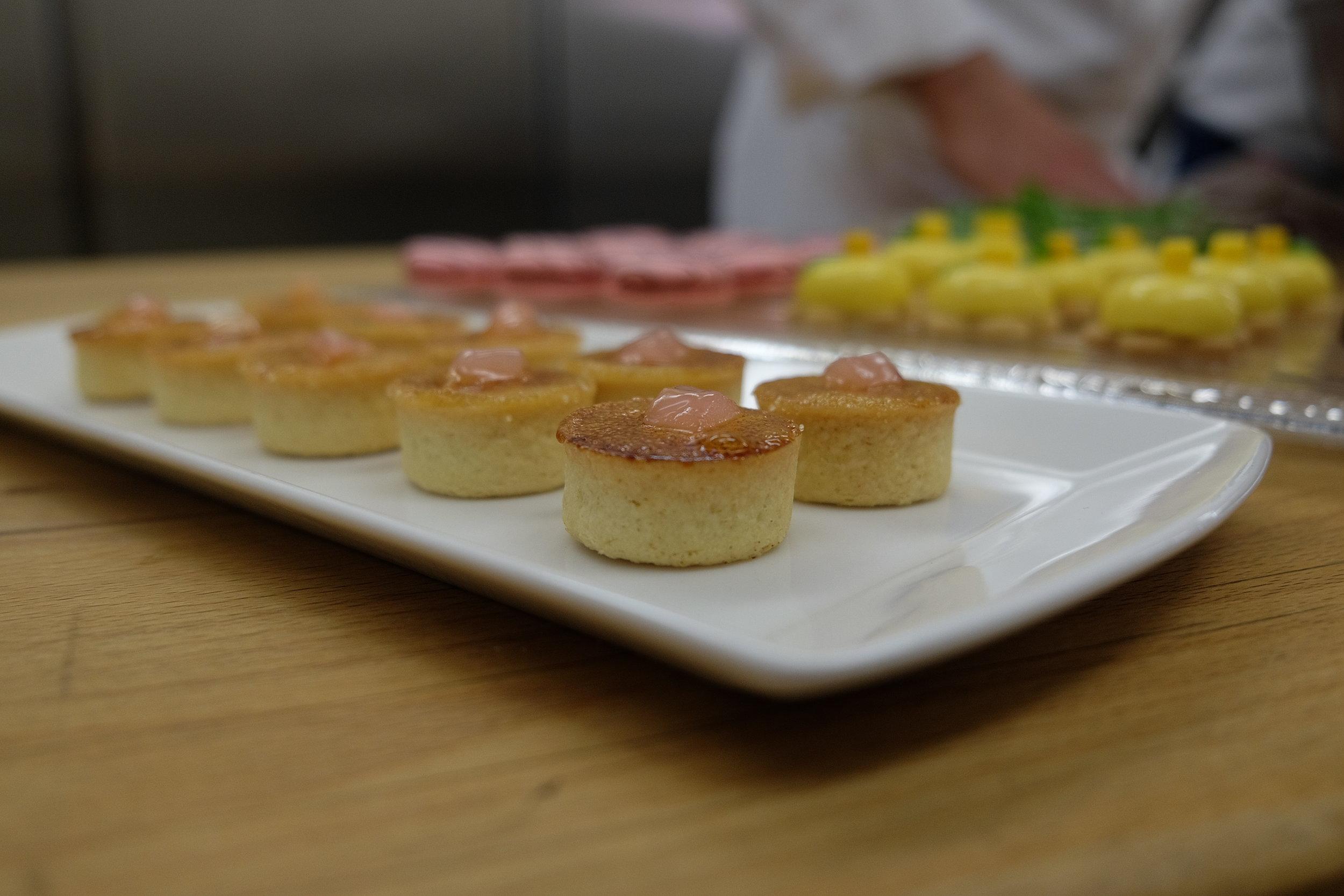 Il menu si concentrerà su cibo che può essere mangiato in piedi, invece di una cena formale placé.