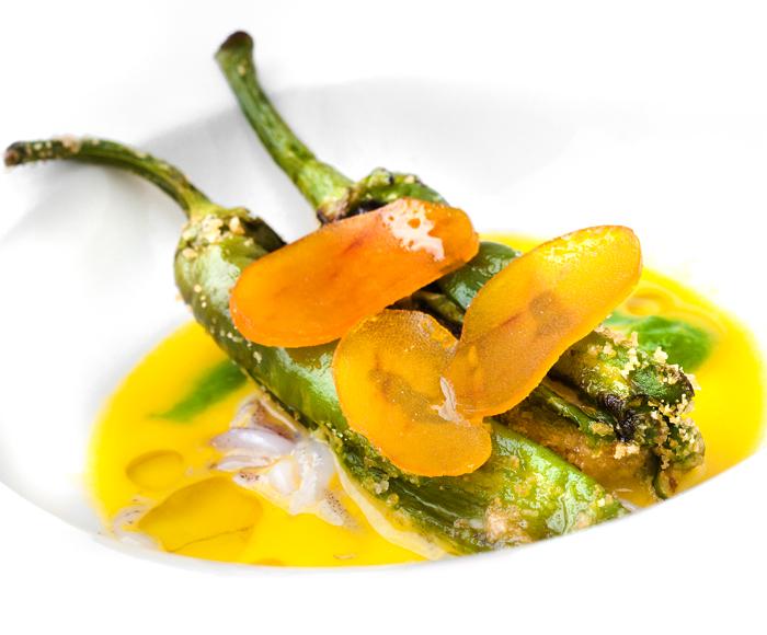 Zuppa di arance di corbara con peperoncino verde di fiume ripieno di murena, calamari e bottarga