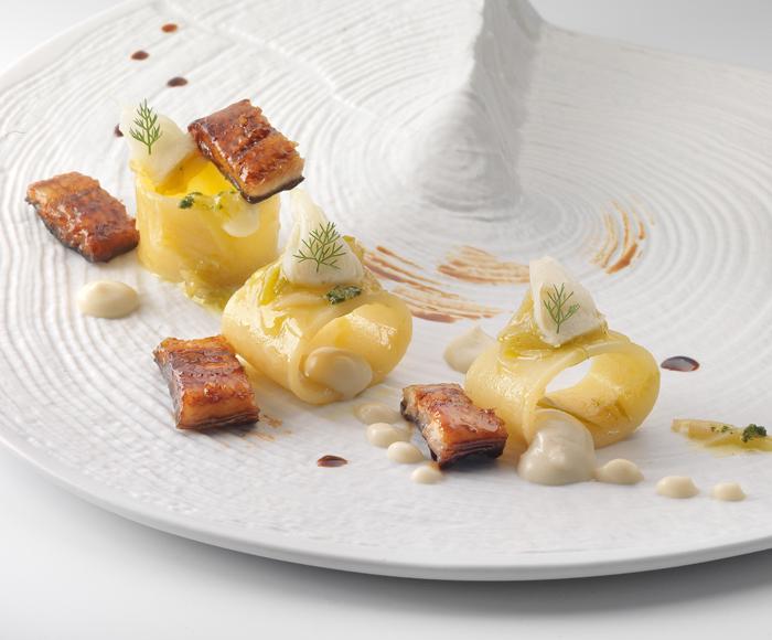 Paccheri con spuma di rapa bianca, anguilla e salsa verde
