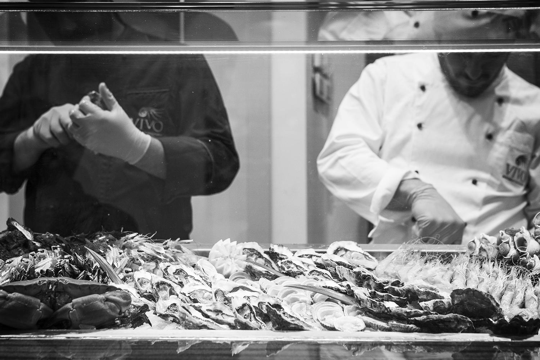 Nei ristoranti, il pescato è tipico e i piatti provengono dalla tradizione santostefanina con ricette particolari dove spiccano il Gatuccio o il Grongo e pesci poco conosciuti.