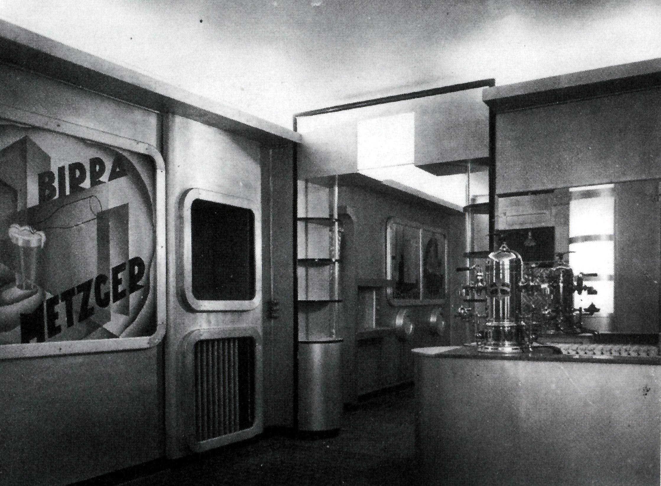 Luigi Colombo, in arte Fillia, e l' architetto Nicolay Diulgheroff convinsero Angelo Giachino, proprietario del locale di via Vanchiglia 2 a Torino, ad aprire il primo ristorante futurista: la Taverna del Santopalato.