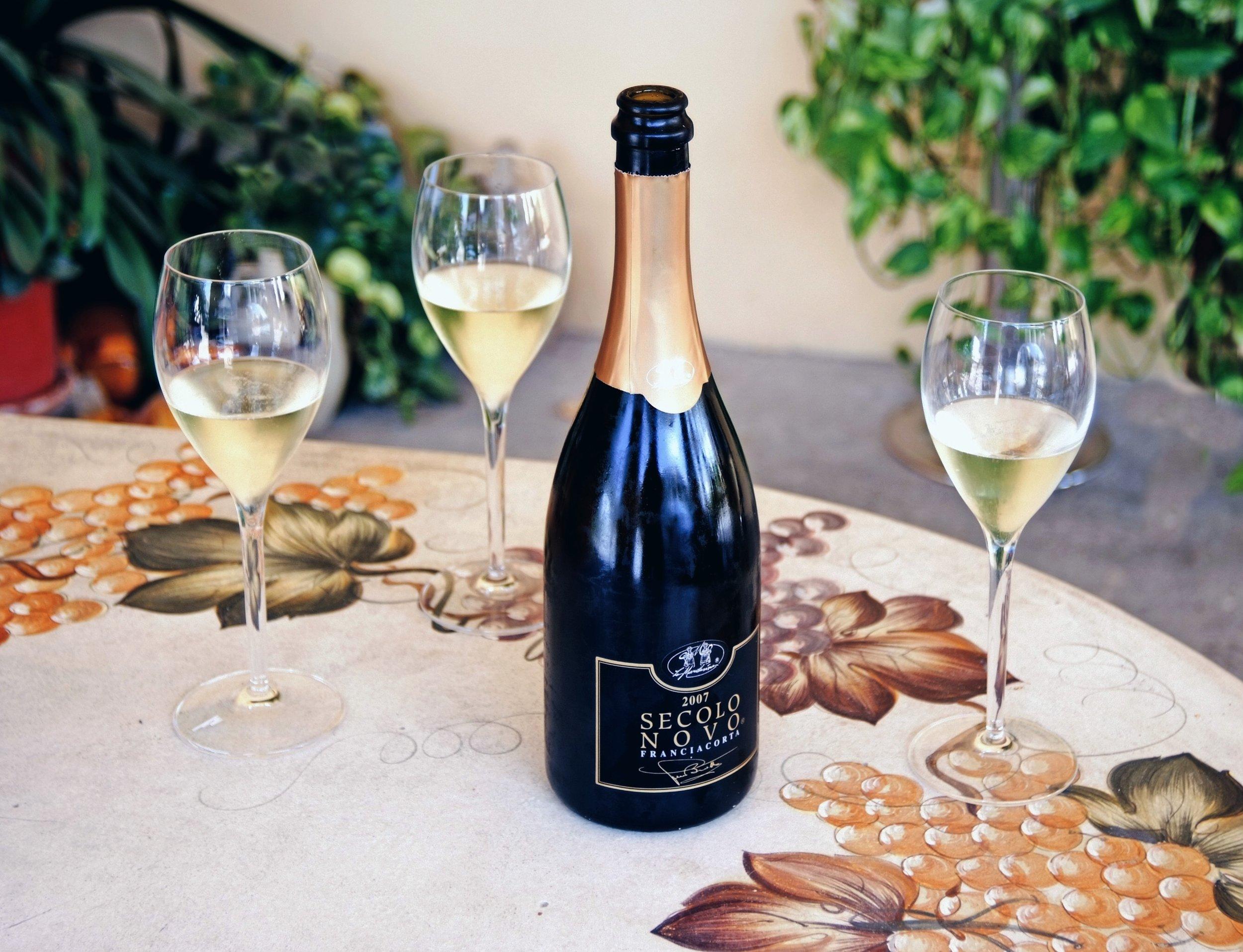 Fondata nel 1985 a Passirano, in provincia di Brescia, Le Marchesine produce oggi 450 mila bottiglie all'anno.