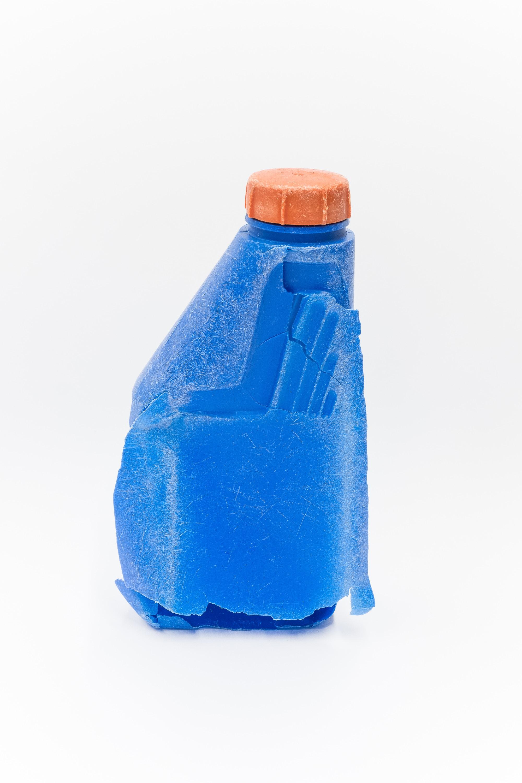 Un contenitore in plastica recuperato dal mare è poi diventato il protagonista del progetto fotografico di Peter Clarkson.