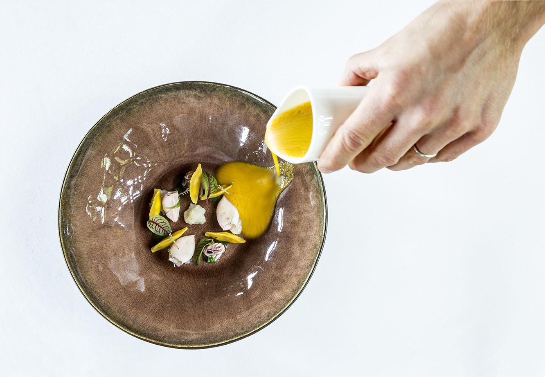 Una cucina fondata su prodotti tipici del territorio interpretati con eleganza e raffinatezza attraverso il talento creativo dello chef Matteo Monfrinotti.