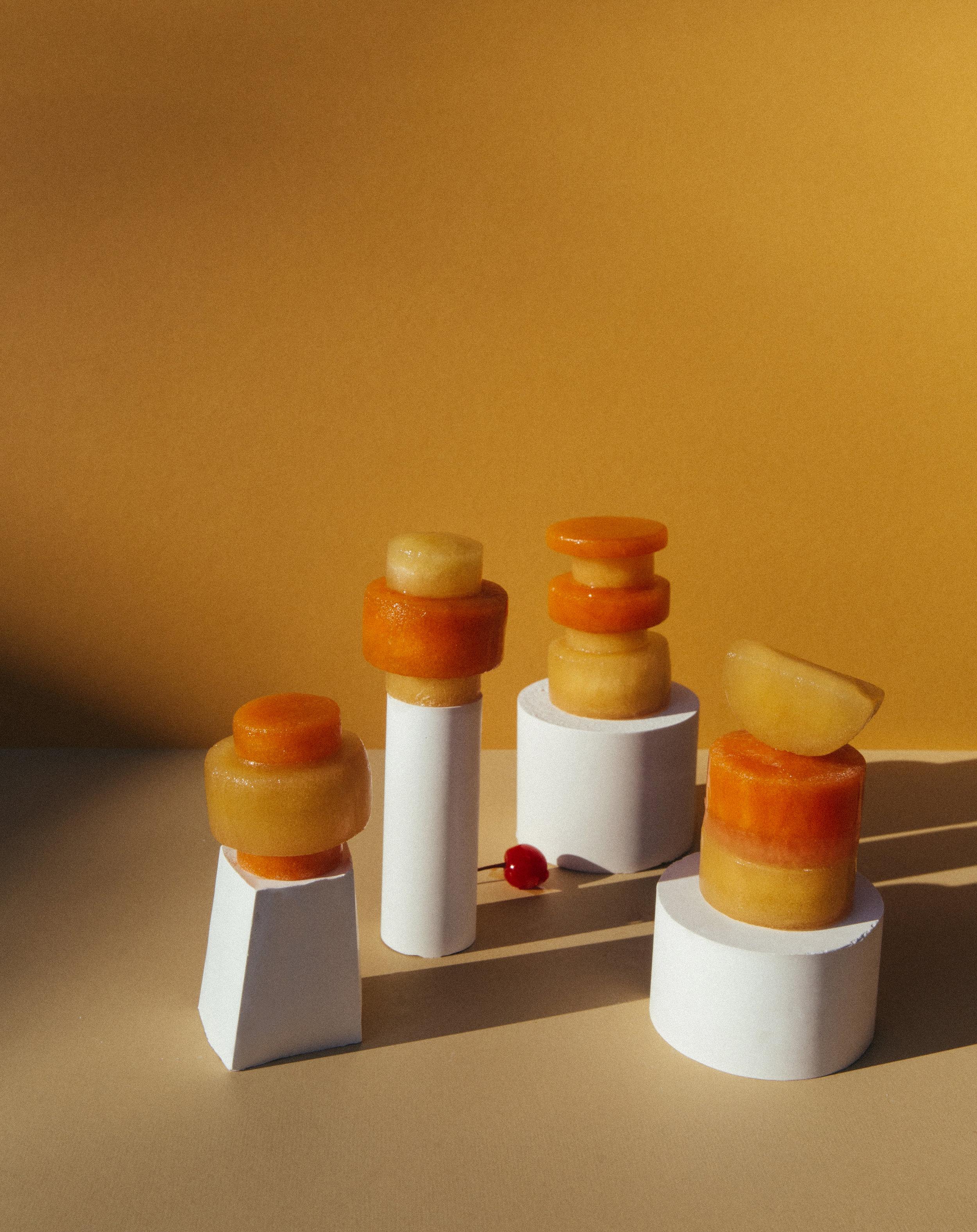 Leslie Kirchhoff è la mente brillante dietro Disco Cubes, oggetti d'arte surgelati che mantengono freddi i cocktail.