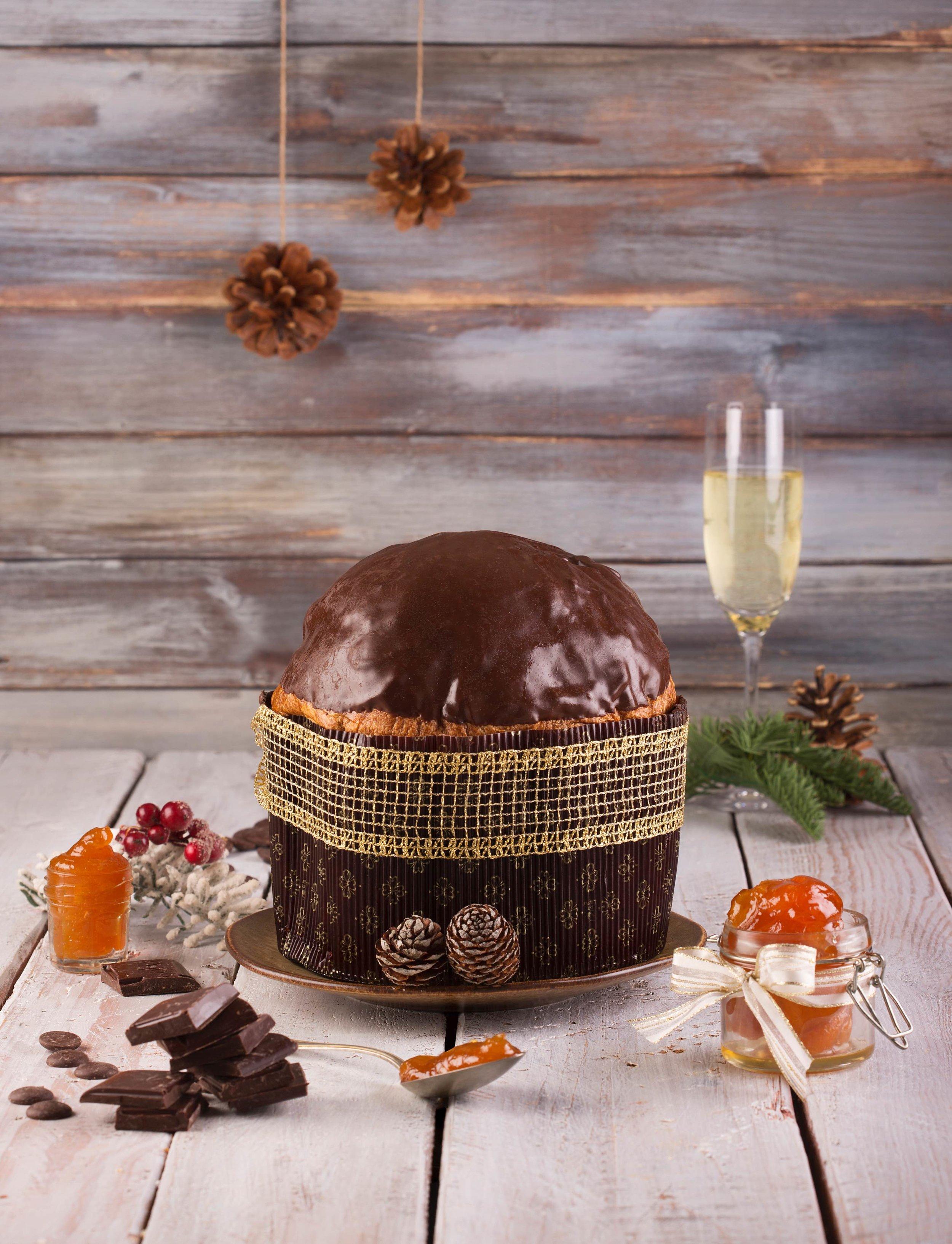 """Il """"panetun de l'Enzo"""", della storica Pasticceria Martesana, è farcito con cioccolato e albicocche in confettura e candite."""