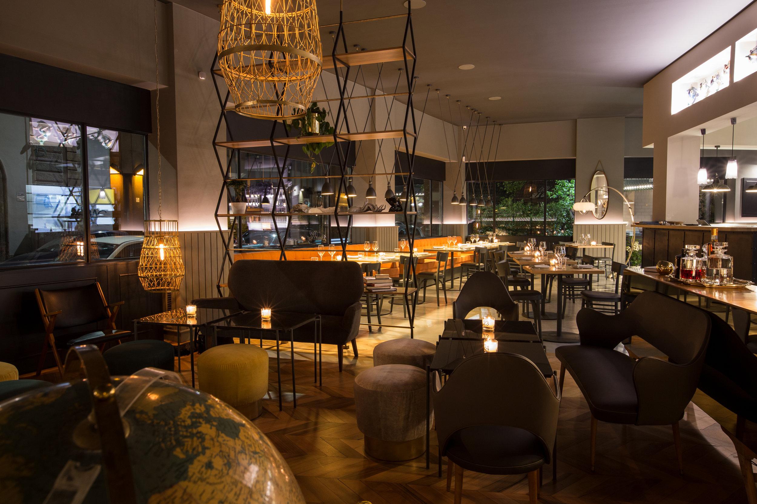Pescheria Con Cottura - panoramica notturna lounge bar.jpg