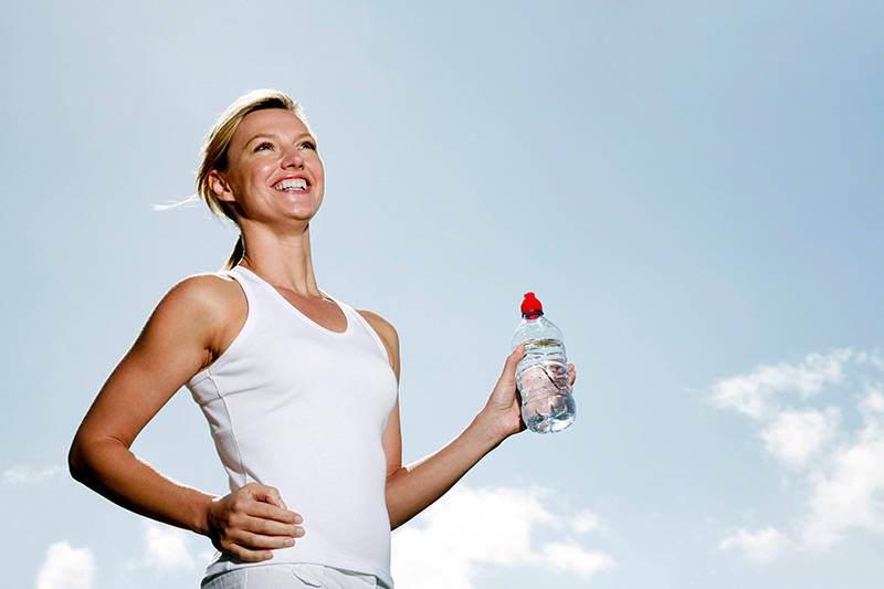 Woman-hydrating-while-working-out.jpg