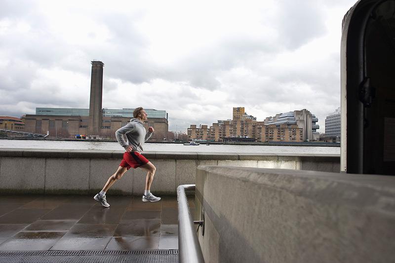 Man-jogging-along-a-river.jpg