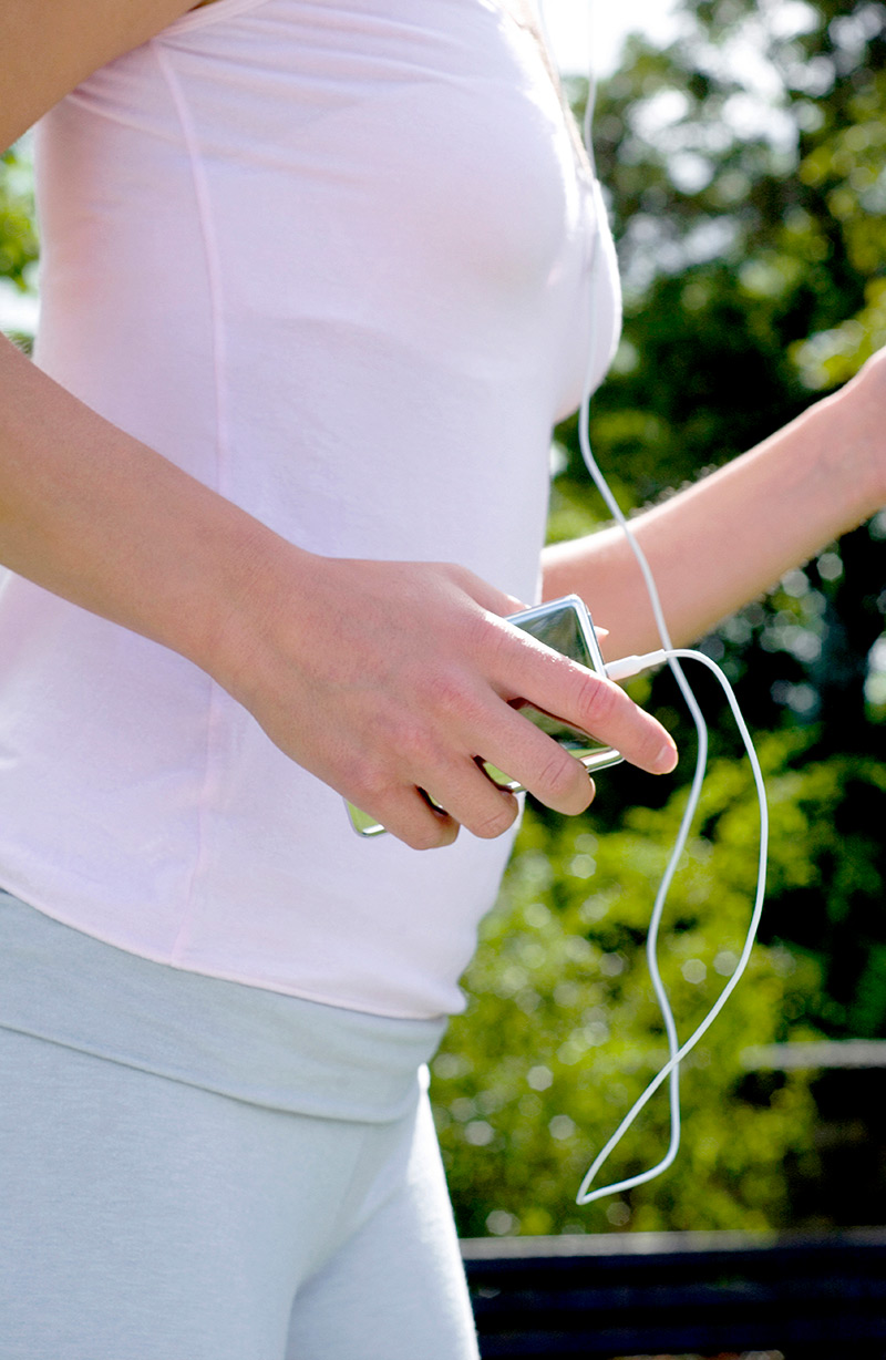 Woman-listening-to-music-while-exercising.jpg