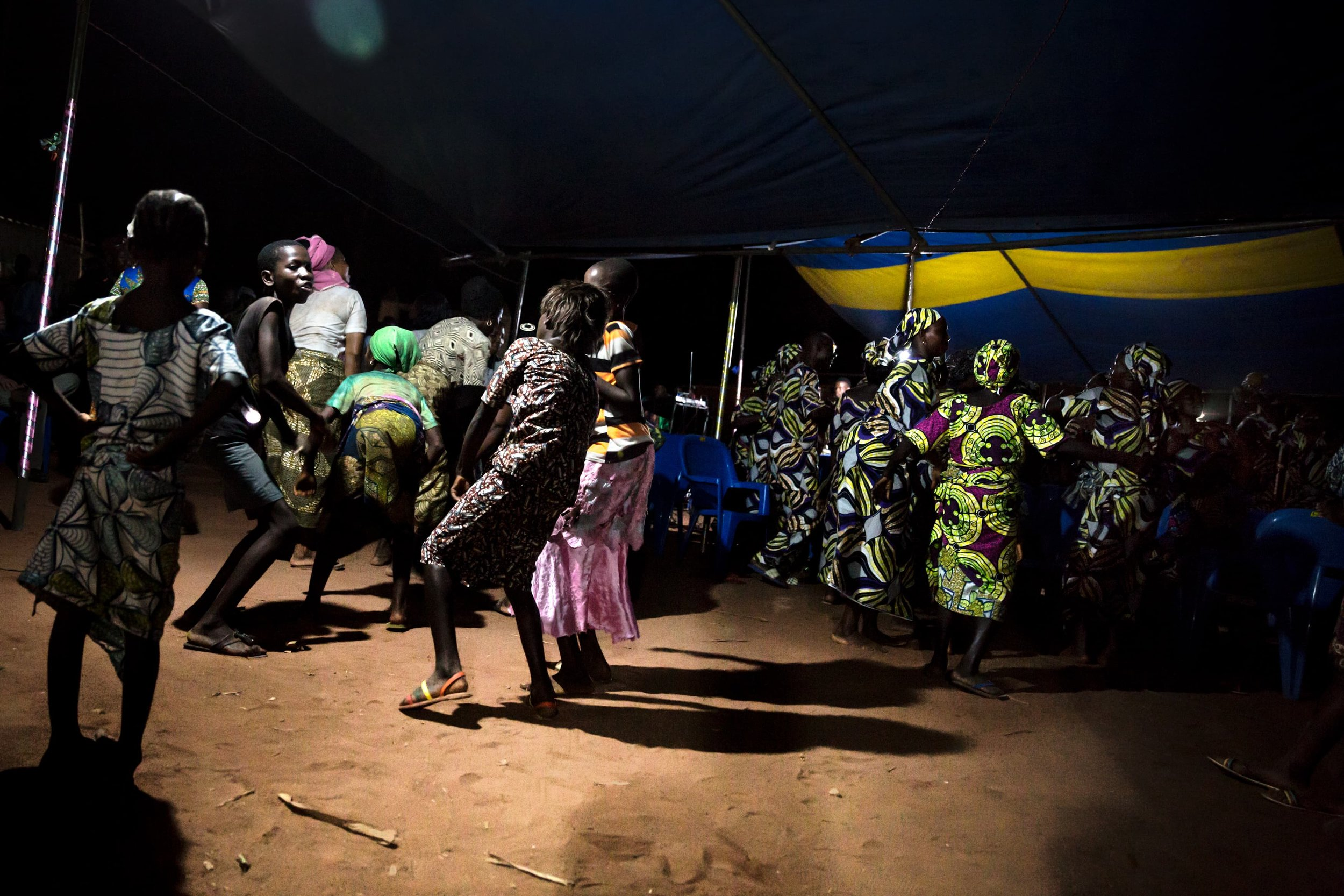 documentary-reportage-photography-benin-funeral-fabio-burrelli-8.jpg
