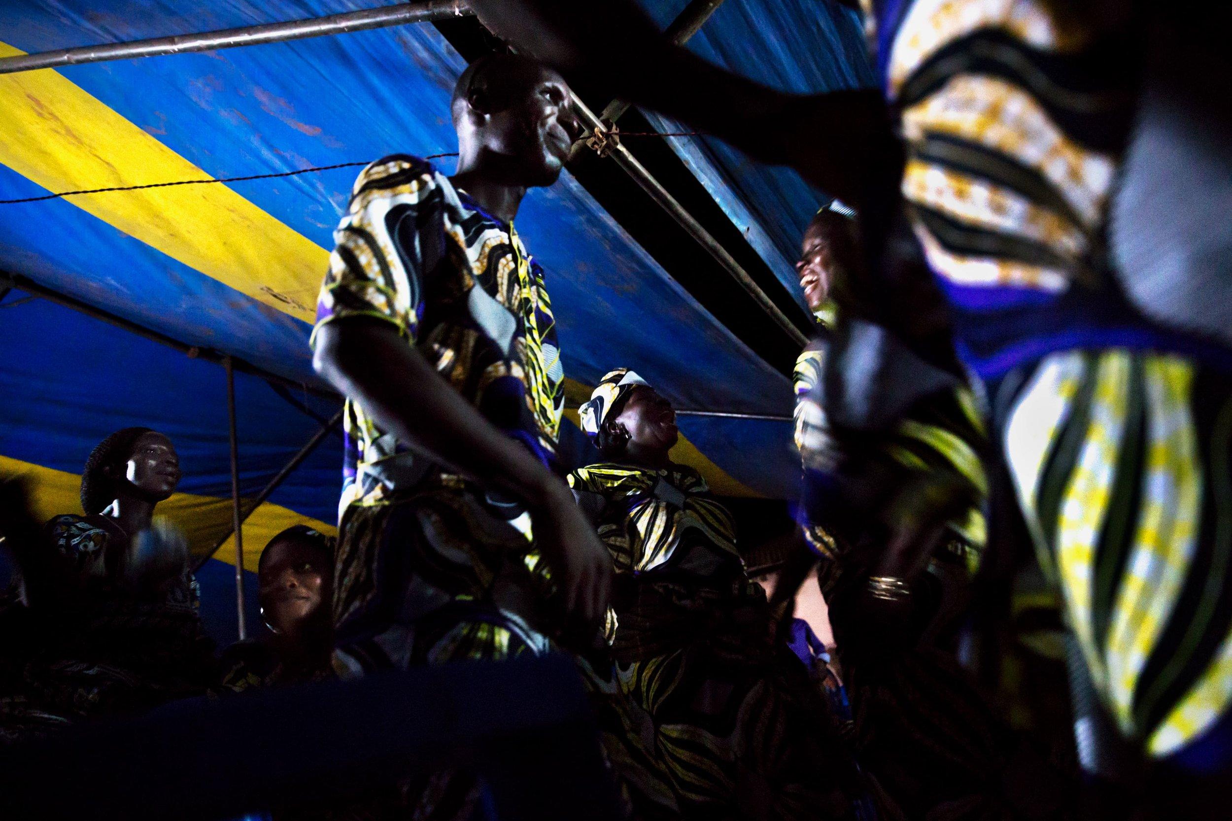 documentary-reportage-photography-benin-funeral-fabio-burrelli-10.jpg