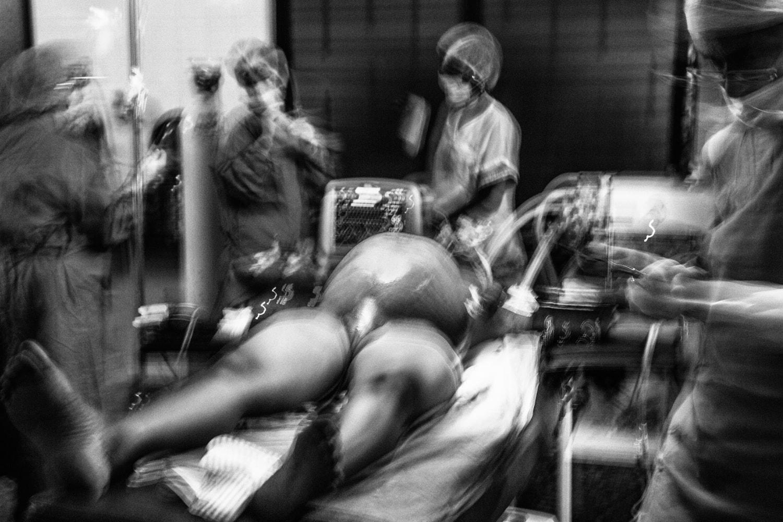 documentary-reportage-24-hrs-gbemontin-healthcare-centre-fabio-burrelli-21.jpg