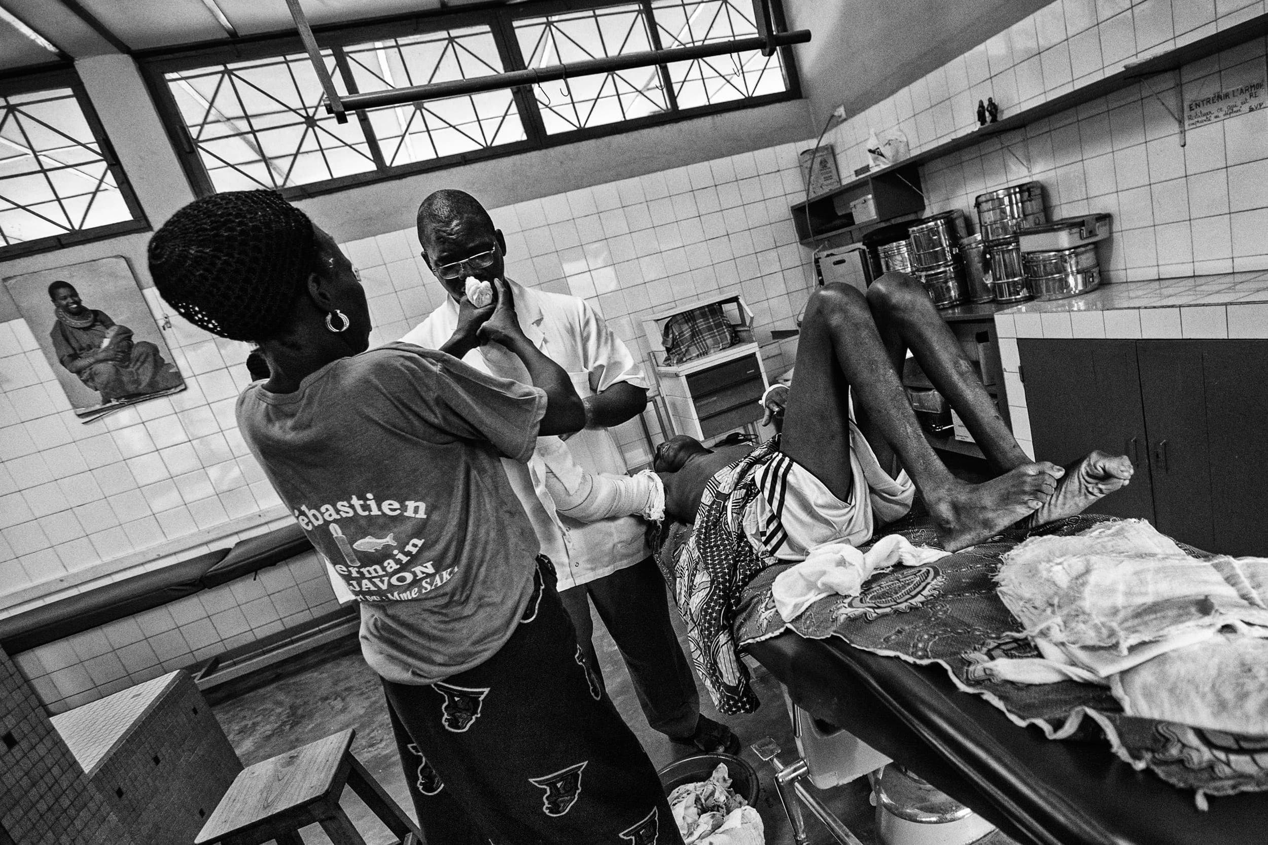 documentary-reportage-24-hrs-gbemontin-healthcare-centre-fabio-burrelli-25.jpg