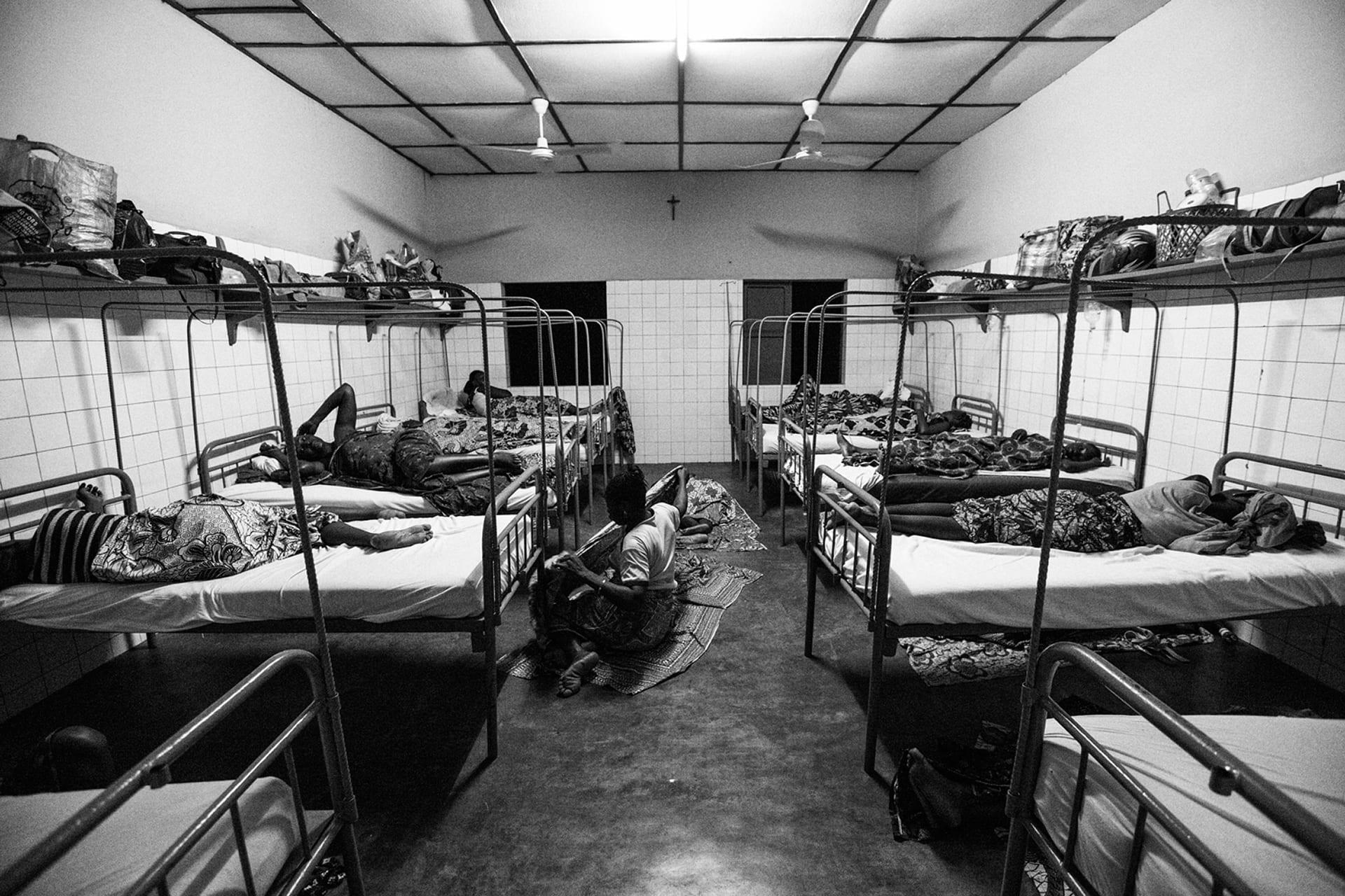 documentary-reportage-24-hrs-gbemontin-healthcare-centre-fabio-burrelli-28.jpg